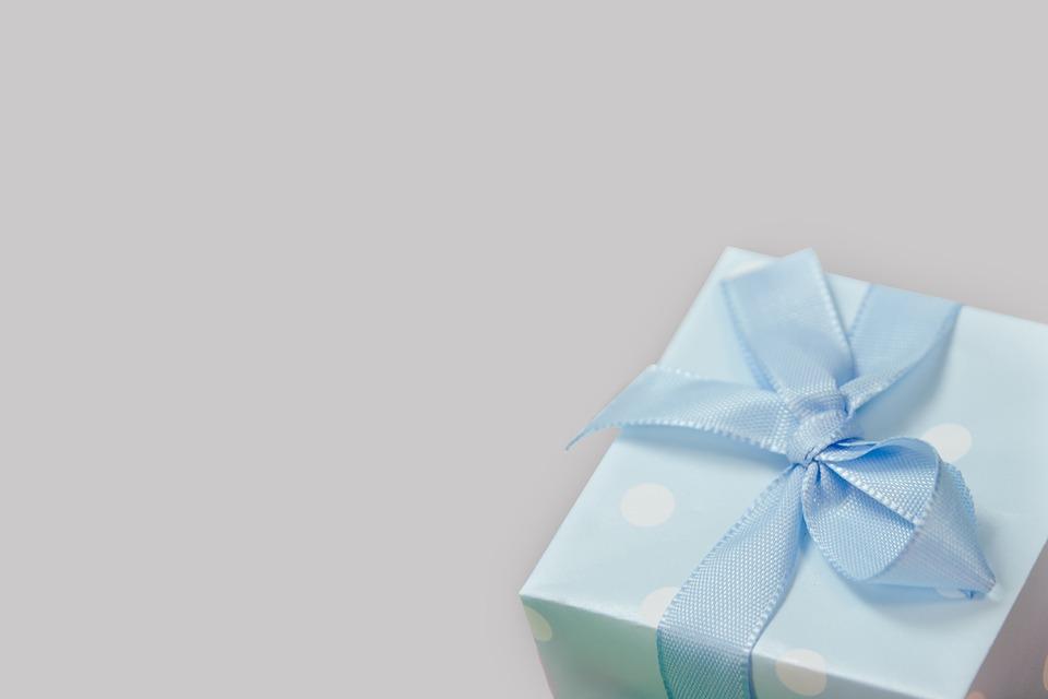 Ein Showticket oder Theaterstück als Geschenk