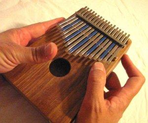 Die Kalimba – ein unbekanntes Instrument mit ruhigen Klang