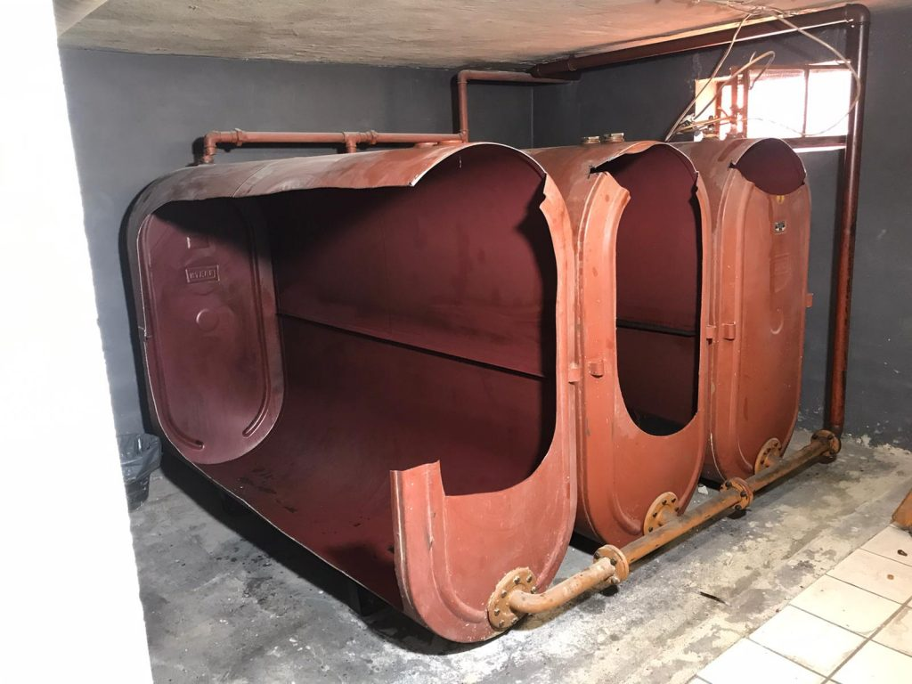 So sieht eine Öltankdemontage aus